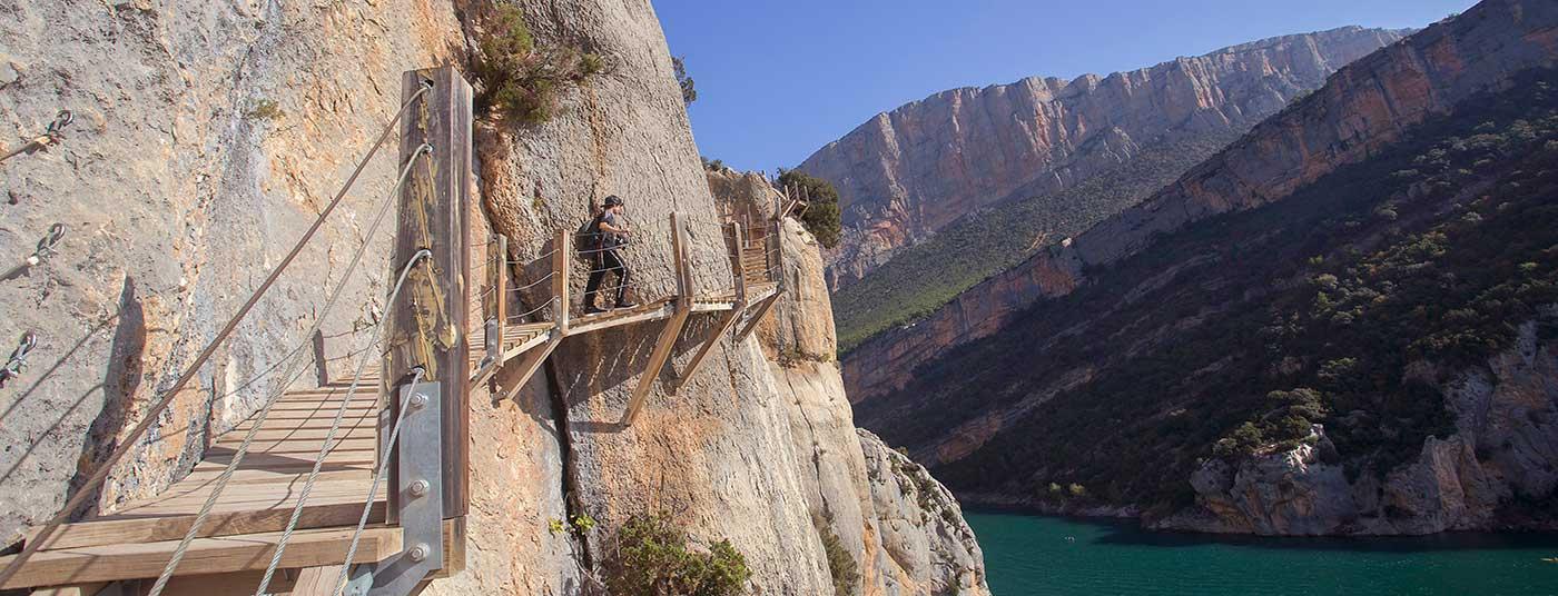 <strong>Pasarelas y escaleras ancladas en la roca</strong>